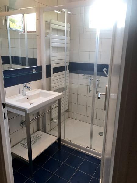 salle de bains 4m2 bcv thermique chauffage plomberie sanitaire ventilation. Black Bedroom Furniture Sets. Home Design Ideas