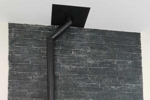 Suspendu au mur ou posé sur pied - Canalisable jusqu'à 10 mètres - Slimquadro 9 | Thermorossi