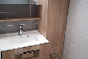 Meubles Delphy Graphic chêne scié clair et plan vasque moulé