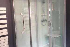 Showroom - Kinemagic - Référence en remplacement de baignoire par une douche - Août 2017